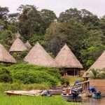 Embera-heimon vieraana Panamassa