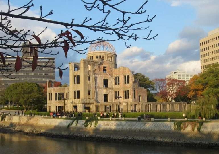 Hiroshima ja atomimpommistakin selvinnyt rakennus Maat ilman pääkaupunkia