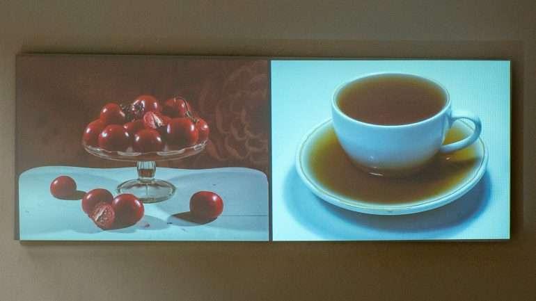Saara Ekströmin videossa tomaatit ja kuppi kahvia