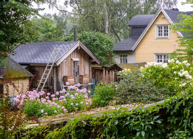 Puutarhaa ja hyönteishotelli