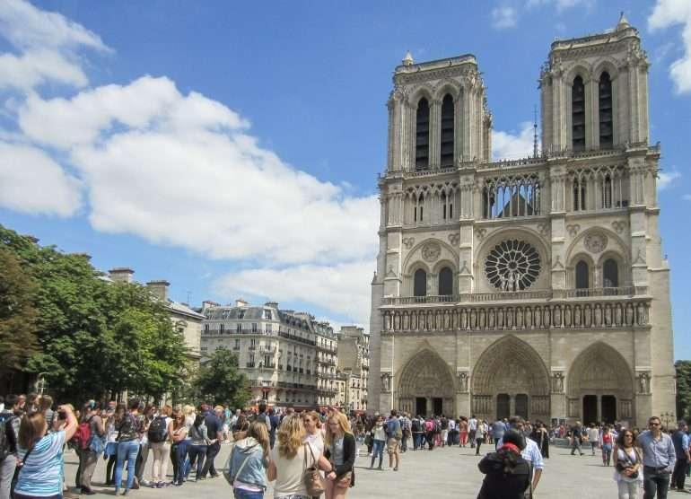 Notre Dame silloin ennen Emily in Paris