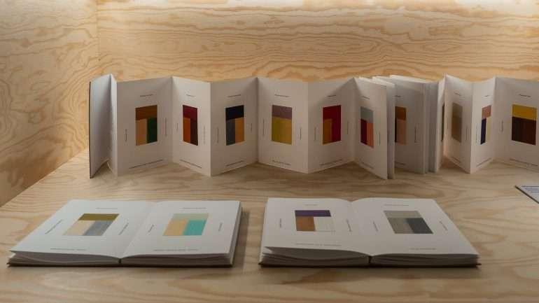 Matkapäiväkirja väreinä