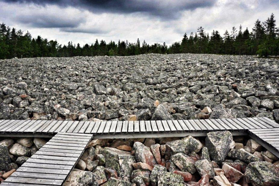 lauhanvuoren pirunpelto Matkalla jossain päin Suomea