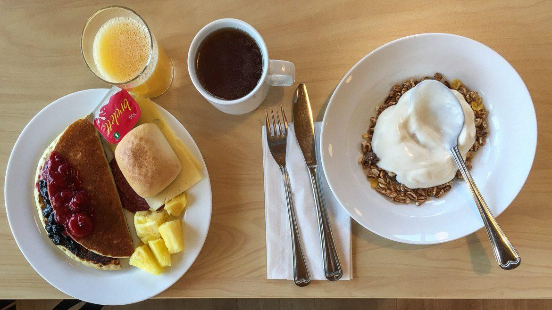 Unicare Roros aamiainen Trondheim matkan kustannukset - näin paljon maksoi lentäen ja junalla tekemämme viikon Trondelagin kierros kesällä 2021