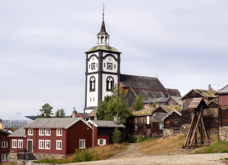 Kirkko ja vuorokello